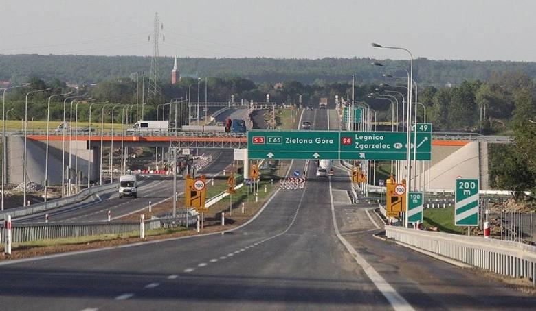 Wjazd z autostrady A4 na drogę ekspresową S3 w kierunku Legnicy i Lubina jest już otwarty. Ponad 6-kilometrowy odcinek nowej trasy działa od poniedziałku