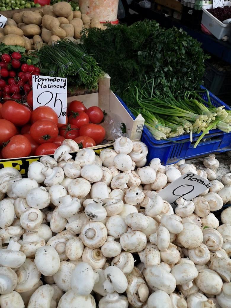 Po dniach prawdziwej śnieżnej zimy weekend ma przynieść ocieplenie. Czy poza zaspani topnieją też ceny warzyw i owoców na targowiskach z Kujawsko-Pomorskiem?