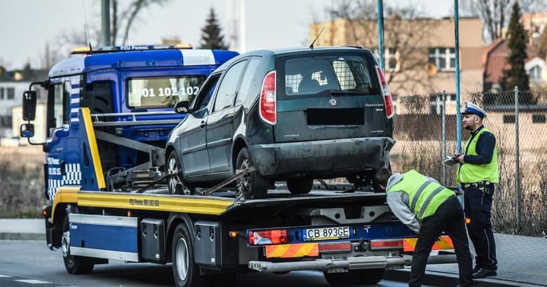 Polacy mocno przepłacają za obowiązkowe OC kierowcy. Niektórzy płacą składkę nawet 2,5-krotnie wyższą niż by mogli! Jak płacić mniej?