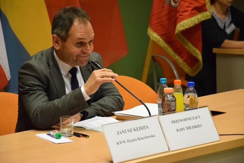 Janusz Kędzia z Ziemi Kluczborskiej kolejny raz został przewodniczącym rady miejskiej w Kluczborku. Szefem radnych jest od 2002 roku, czyli tak długo,