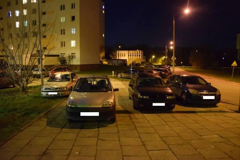 Autodranie skutecznie utrudniają życie innym. Parkują auta gdzie popadnie, blokują chodniki, przejścia i nie zastanawiają się, że ktoś chciałby po prostu