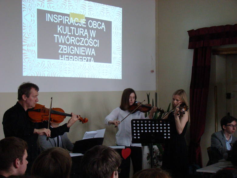 Podwójne święto  w V LO w Słupsku (zdjęcia)