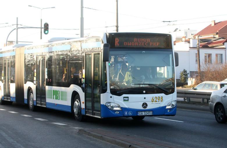 Koronawirus na Pomorzu. W komunikacji miejskiej w Gdyni pasażerowie coraz częściej nieprzestrzegają restrykcji