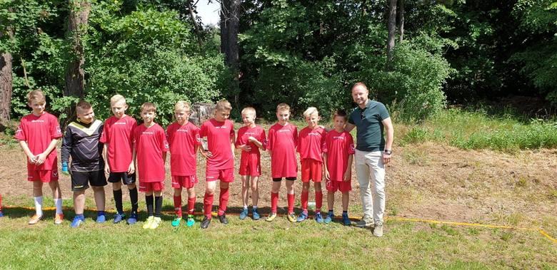 Tomasz Frankowski gratulował dzieciakom boiska