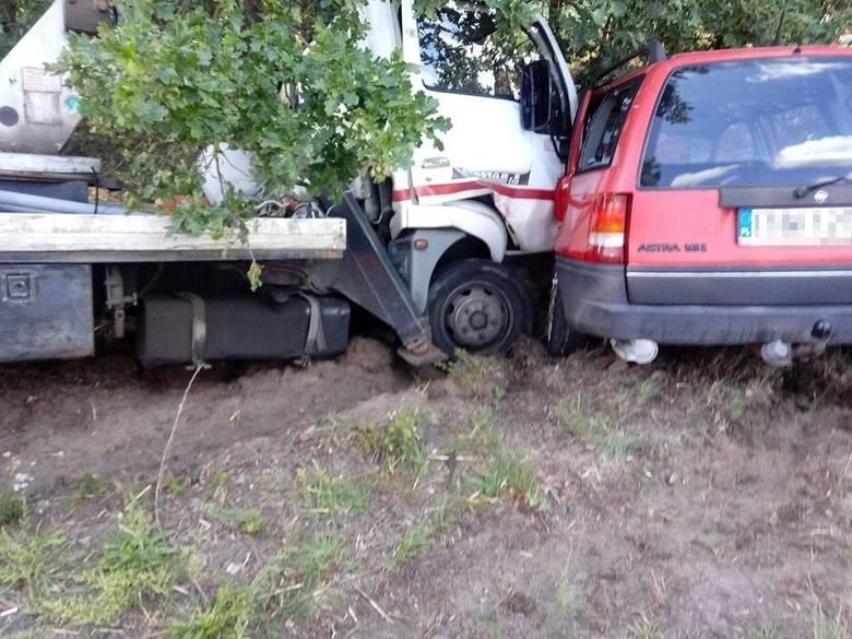 Do wypadku doszło na trasie z Wrociszowa do Kożuchowa. Zderzyły się opel i nissan z podnośnikiem. Do szpitala trafił kierujący oplem. Na szczęście dzieciom