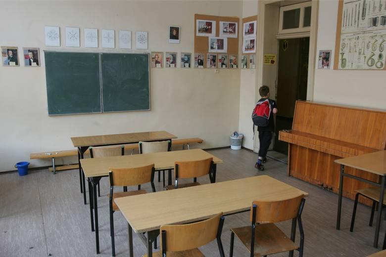 Aż w 11 szkołach na Podkarpaciu zawieszono zajęcia z powodu koronawirusa.