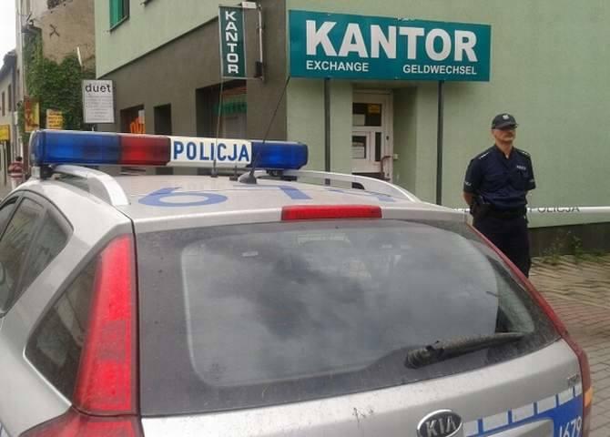 Bandyci przed południem weszli do kantoru przy ul. Lublinieckiej w Dobrodzieniu.