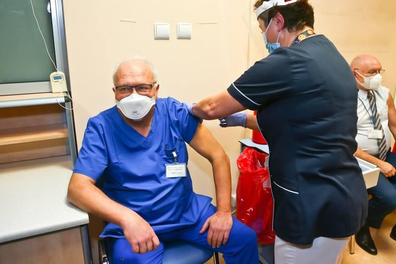 Prof. Krzysztof Simon zaszczepił się przeciwko koronawirusowi