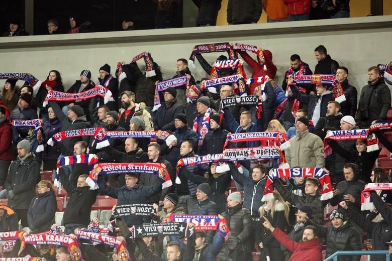 Hat-trick Carlitosa dał Wiśle Kraków pewną wygraną nad Śląskiem Wrocław. Spotkanie obejrzało przy Reymonta ponad 10 tysięcy widzów. Zobacz fotorelac