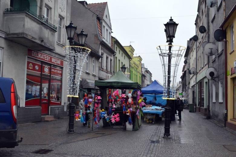 Jarmark świąteczny w Połczynie Zdroju to wydarzenie z wieloletnią tradycją! Co roku burmistrz miasta - Barbara Nowak, zaprasza wystawców, rękodzielników