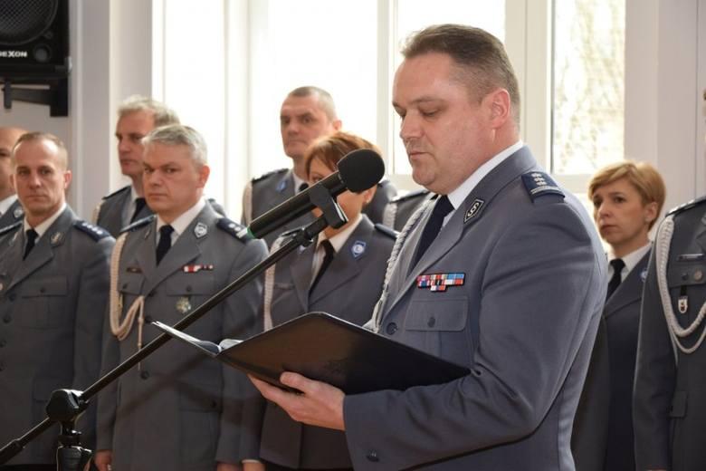 Nowo przyjęci policjanci po szkoleniu trafią do komend w Rzeszowie, Tarnobrzegu, Stalowej Woli i Kolbuszowej (zdjęcia)