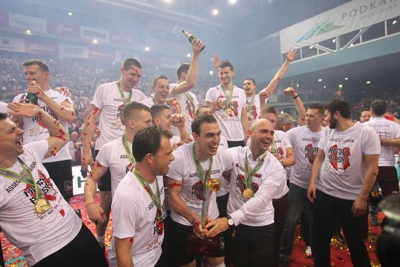 Siatkarze Asseco Resovii pokonali u siebie po raz trzeci Lotos Trefl Gdańsk w play-off Plus Ligi i zostali mistrzami Polski.