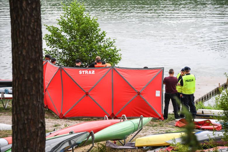 Ciało drugiego z mężczyzn, którego poszukiwano po zatonięciu roweru wodnego na jeziorze Chomiąskim, zostało odnalezione.  Teraz policja będzie prowadziła