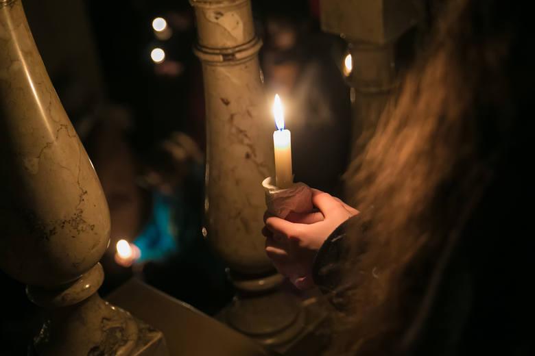 Jedną z katolickich tradycji adwentowych są msze św. o Matce Bożej zwane roratami.