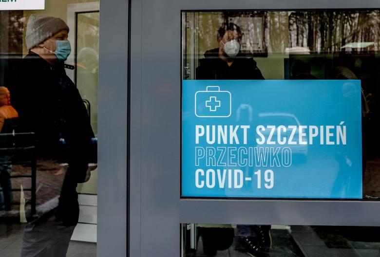 Szczepienia przeciw COVID po świętach przyspieszą. Dotąd obie dawki przyjęło ponad 2 mln Polaków. Które roczniki najchętniej się szczepią?