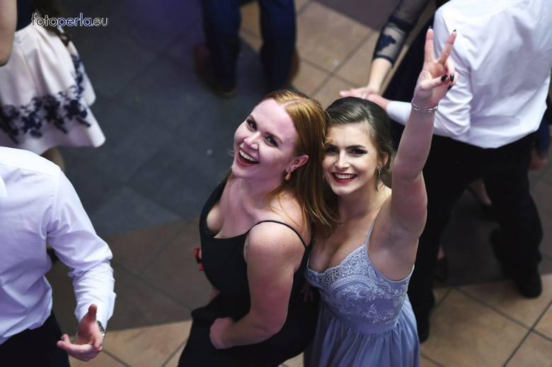 Miss Studniówki lub Królowa Balu - takie tytuły nadawane są najpiękniejszym maturzystkom na studniówkach. Zobaczcie zdjęcia