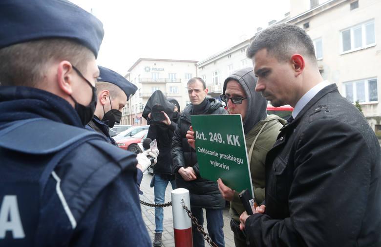 Konferencja prasowa sztabu wyborczego Grzegorza Brauna, interweniowała policja.
