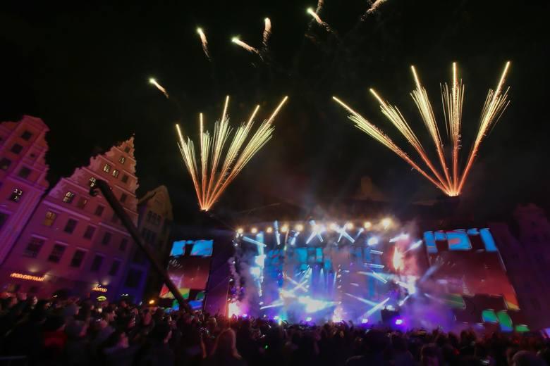 Sylwester na Rynku we Wrocławiu - w tym roku ma to być wielkie taneczne show pod hasłem Wrocław Respect. Na scenie pojawi się 120 muzyków, wokalistów,
