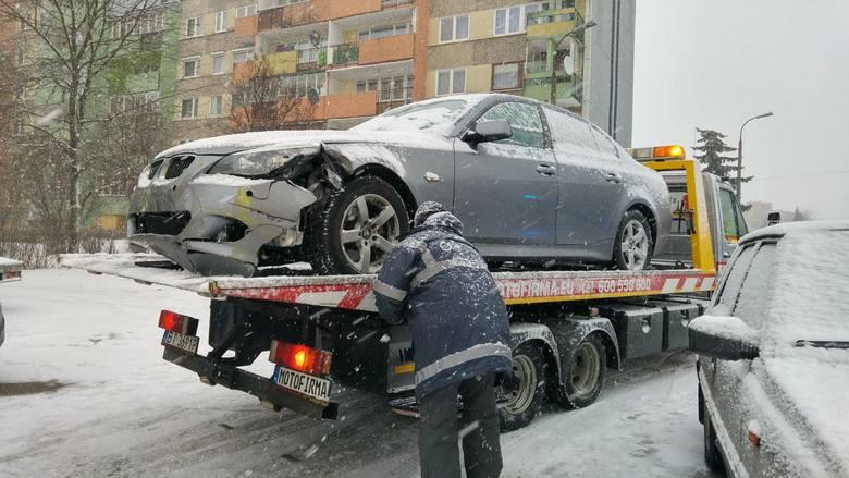 Dzisiaj, około godziny 10, na skrzyżowaniu ulic Wierzbowej i Jana Pawła II dwa samochody osobowe - bmw i volkswagen - nie zatrzymały się do policyjnej