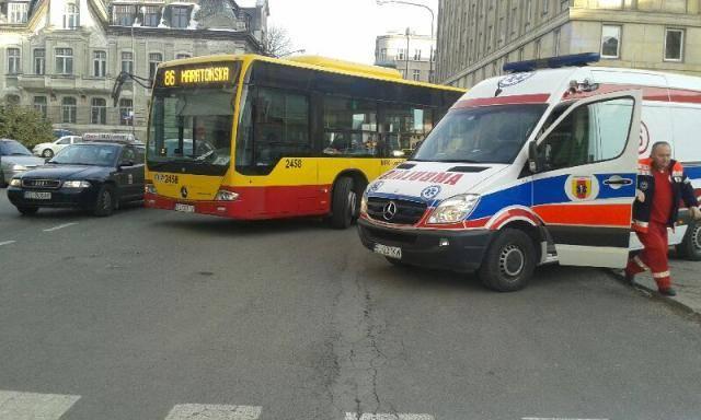 Wypadek na Jaracza. Kobieta wpadła pod autobus MPK [ZDJĘCIA]