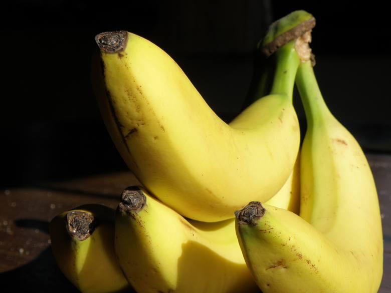 Ta informacja może Cię zaskoczyć, ale banany niekoniecznie są najlepszym produktem śniadaniowym. Dlaczego? Banany mogą powodować gwałtowny wzrost ilości