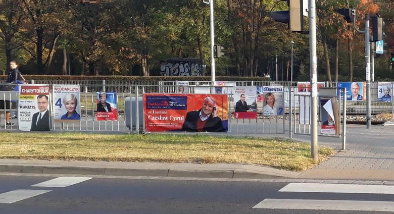 50 plakatów wyborczych na przystanku. Wrocław jest wielką tablicą reklamową [LIST CZYTELNIKA]
