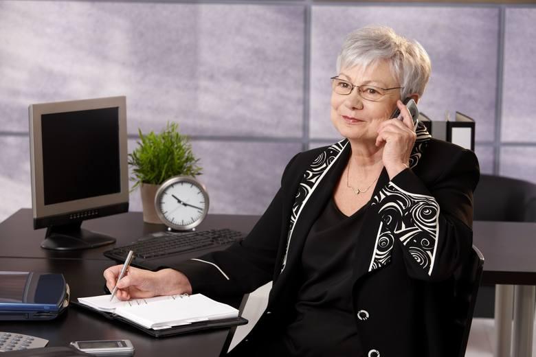 Na ubezpieczenie emerytalne pracownika odprowadzana jest składka w wysokości 19,52 proc. tzw. podstawy wymiaru składki, przy czym połowę (9,76 proc.)