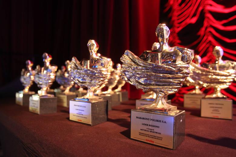 Za zaangażowanie i pracę na rzecz rozwoju Podkarpacia wyróżnione firmy i instytucje nagrodziliśmy statuetkami Lider Regionu.Konkurs ma już bogatą historię.