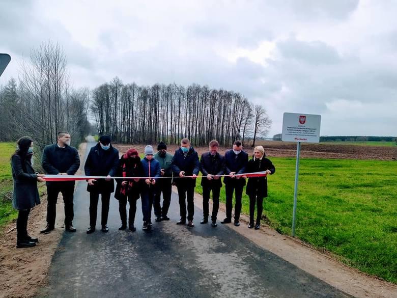 Gmina Rzewnie, pow. makowski. Dwie gminne drogi zrobione ze wsparciem samorządu Mazowsza