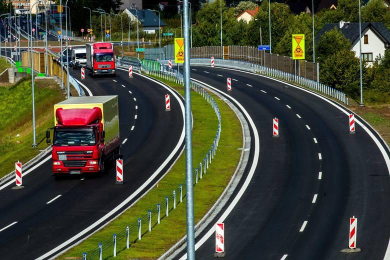 Białystok - Łapy. Wygodniej jest dojechać kierowcom do Łap. Kolejny odcinek drogi jest przejezdny (zdjęcia)