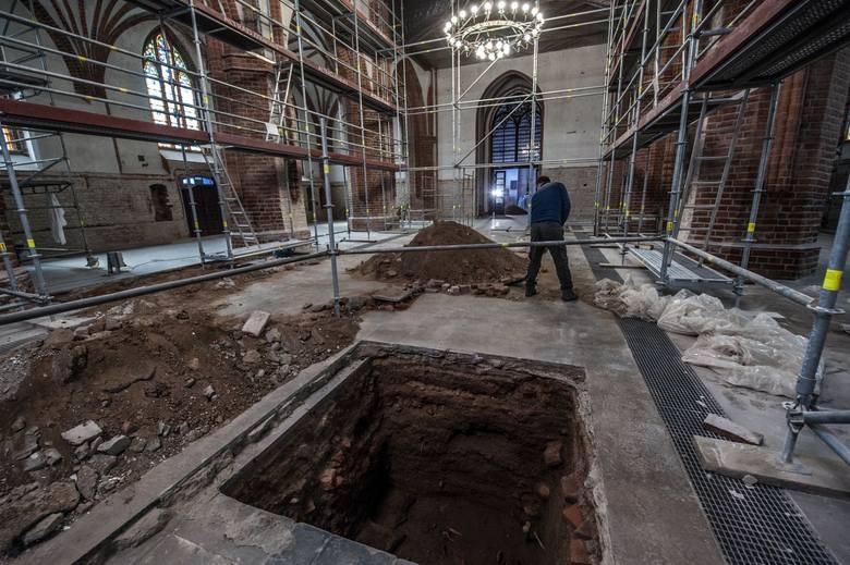 W katedrze w Koszalinie prace archeologiczne prace trwają już od jakiegoś czasu i są połączone z remontem jaki trwa wewnątrz świątyni. Zakres prac m.in