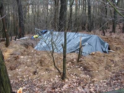 Sulęcin > Poszukiwani ukryli się... pod ziemią