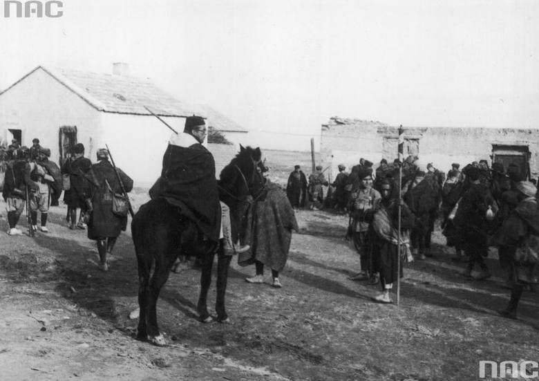 Żołnierze marokańscy odbywający szkolenie przed podróżą do Hiszpanii.