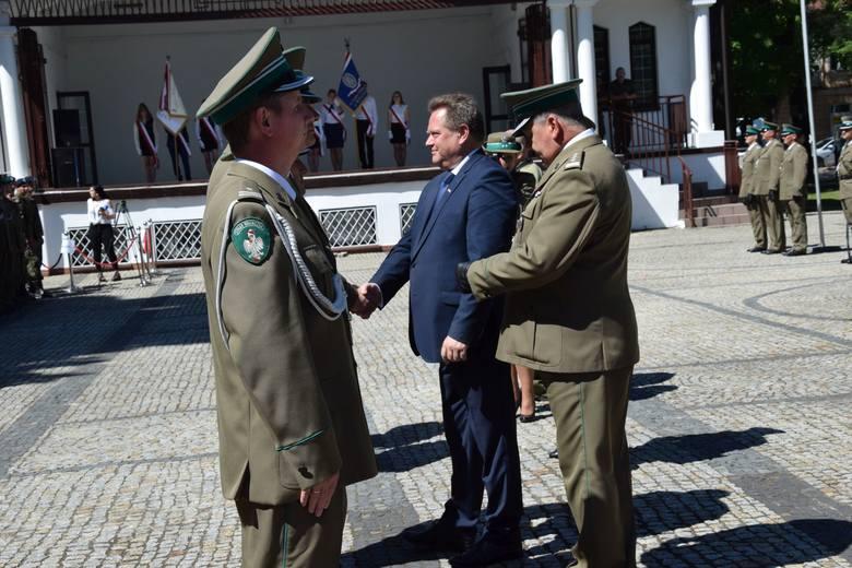 Wczoraj służby mundurowe Straży Granicznej z Rutki - Tartak, Sejn, Augustowa, Płaskiej i Lipska  i Kuźnicy świętowały 27. rocznicę powstania Straży