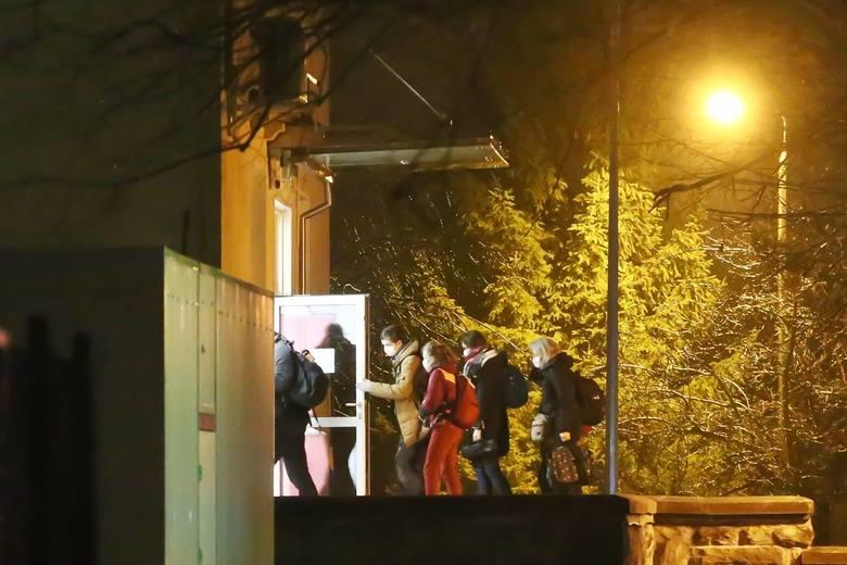 Koronawirus? Polacy z chińskiego Wuhan przylecieli do Wrocławia. Trafili prosto do szpitala. Czekają na wyniki badań