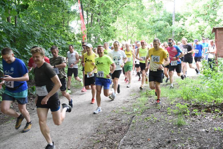 W środowe popołudnie w lasku przy ul. Bema odbyły się kolejne biegi z cyklu Top Cross Torunia im. Mariana Piotrowskiego. Główny dystans tradycyjnie liczył