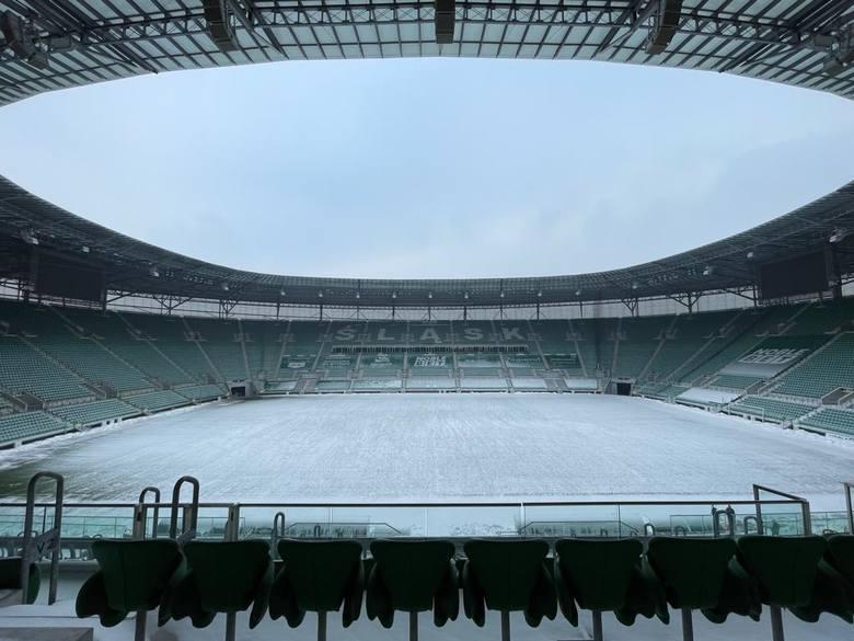 Stadion Wrocław znów pod śniegiem, uszkodzony balon na Kłokoczycach. Jak wyglądają stadiony na Dolnym Śląsku? (9.02.2021 - ZDJĘCIA)Stadion Wrocław. 12