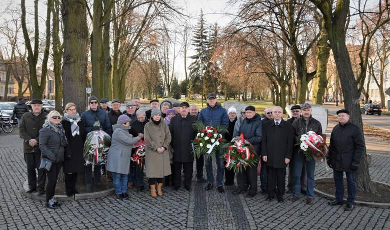 Z inicjatywy Rady Powiatowej SLD, pod pomnikiem Obrońców Inowrocławia odbyła się uroczystość z okazji 75. rocznicy wyzwolenia miasta spod okupacji hitlerowskiej.
