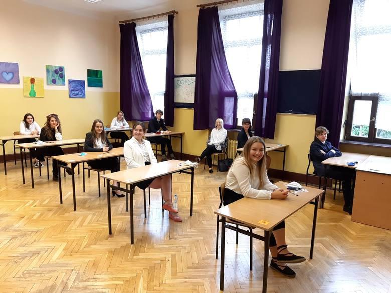 10 najpopularniejszych szkół w Krakowie w rekrutacji 2020. Do tych liceów i techników było najwięcej chętnych [RANKING]