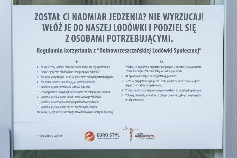 We Wrzeszczu Dolnym w Gdańsku powstała jadłodzielnia. Lodówka społeczna stoi przy kościele jezuitów