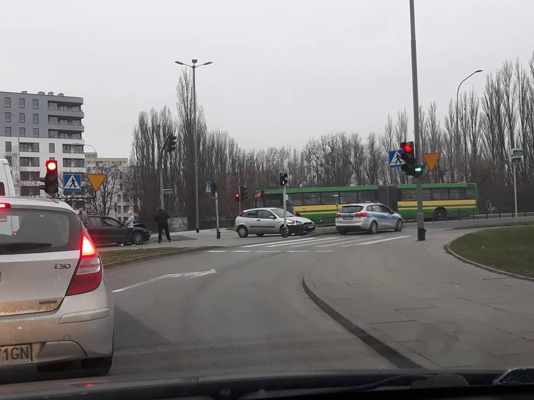 Kolizja na skrzyżowaniu przy ulicy Sczanieckiej w Szczecinie