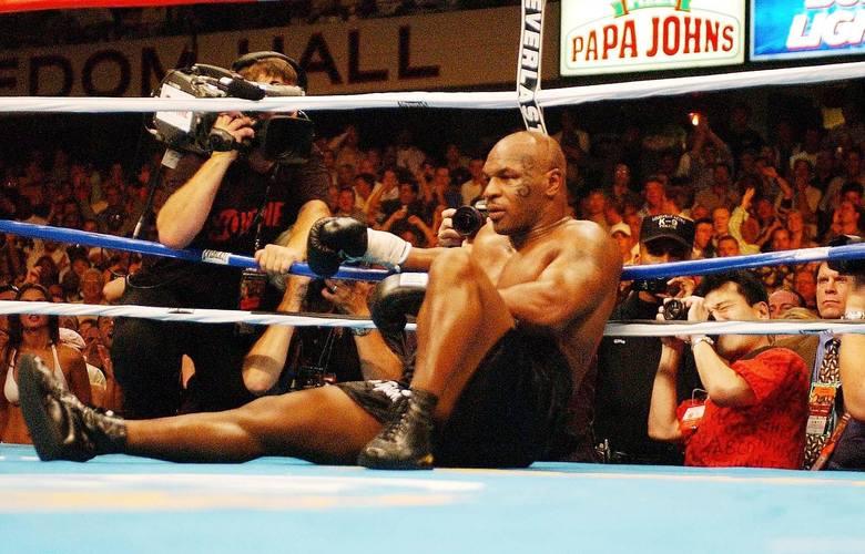 """We wtorek minęło równo 30 lat od legendarnej już walki Mike'a Tysona z Jamesem """"Busterem"""" Douglasem. Z tej okazji przedstawiamy nasz"""