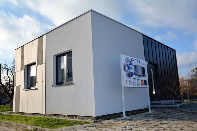 Dom pokazowy firmy ma powierzchnię 50m kwadr. i wszystko, czego potrzeba, aby nazwać go niskoenergetycznym i komfortowym.