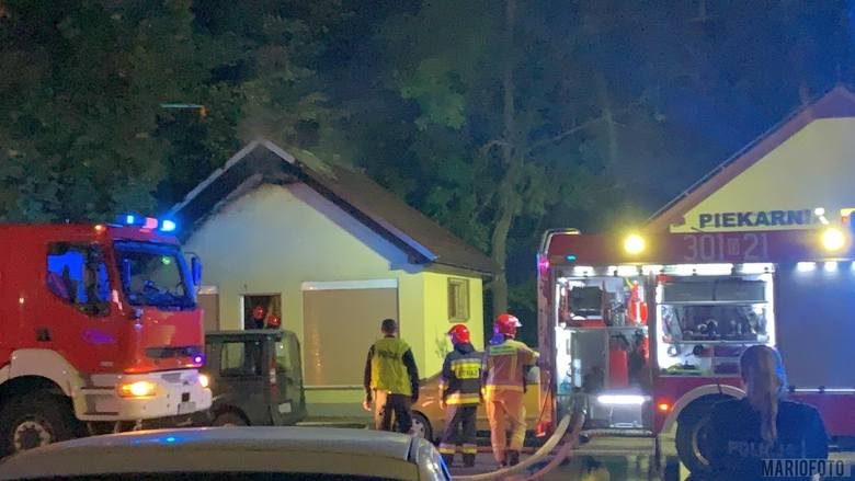 Trzy zastępy Państwowej Straży Pożarnej z Opola gasiły pożar pawilonu handlowego przy ulicy 1 Maja w Opolu, przy skrzyżowaniu z Wapienną. Ogień pojawił