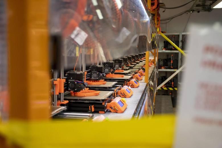 Nowosolski Malpol drukuje przyłbice ochronne i zaczyna druk respiratorów
