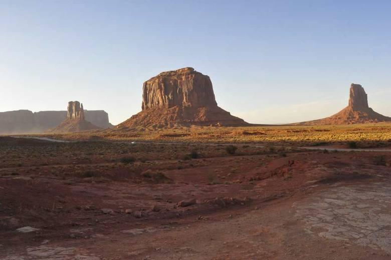 Południowy Zachód Ameryki Północnej to m.in. przepiękne krajobrazy jak ten z Monument Valley na granicy Arizony i Utah, ale to też ojczyzna wielu kultur i plemion indiańskich, m.in. Pueblo, Apaczów, Nawahów i Ute<br />