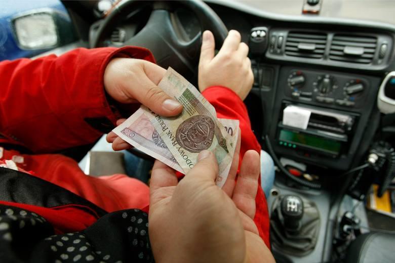 W połowie czerwca przyjęto propozycję wysokości minimalnego wynagrodzenia za pracę oraz propozycję minimalnej stawki godzinowej w 2022 roku. Według pierwszej