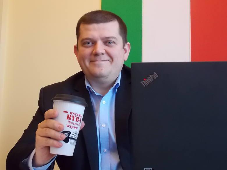 Prezydent Gorzowa chce wyeliminowania jednorazowych opakowań z plastiku. Sam pije kranówkę ze szklanek. - Jeśli kubek musi być plastikowy, to tylko wielorazowego użytku - podkreśla