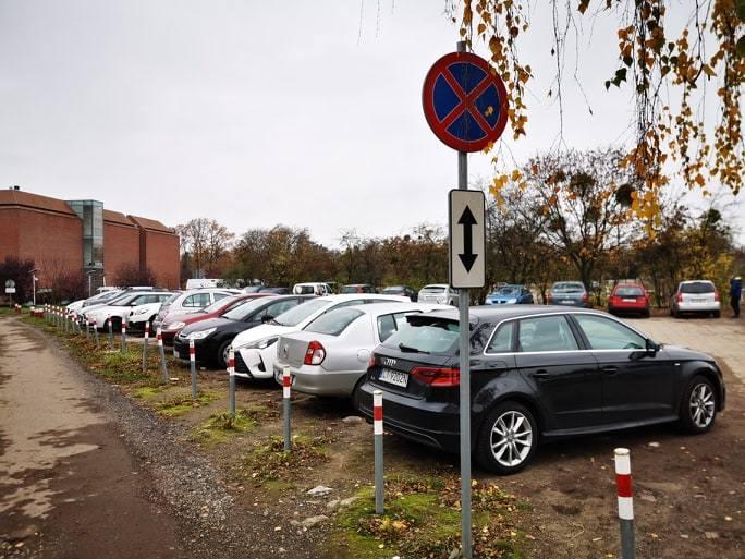 Urząd Miasta Torunia wypowiedział Urzędowi Marszałkowskiemu umowę użyczenia terenu, na którym jest parking. Plac znajduje się na tyłach Urzędu Marszałkowskiego,