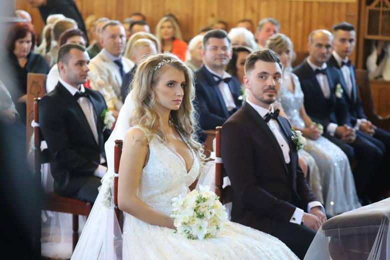 W sobotnie popołudnie w kościele w podbiałostockiej Grabówce odbył się długo wyczekiwany ślub syna króla disco polo. Para młoda Daniel Martyniuk i Ewelina